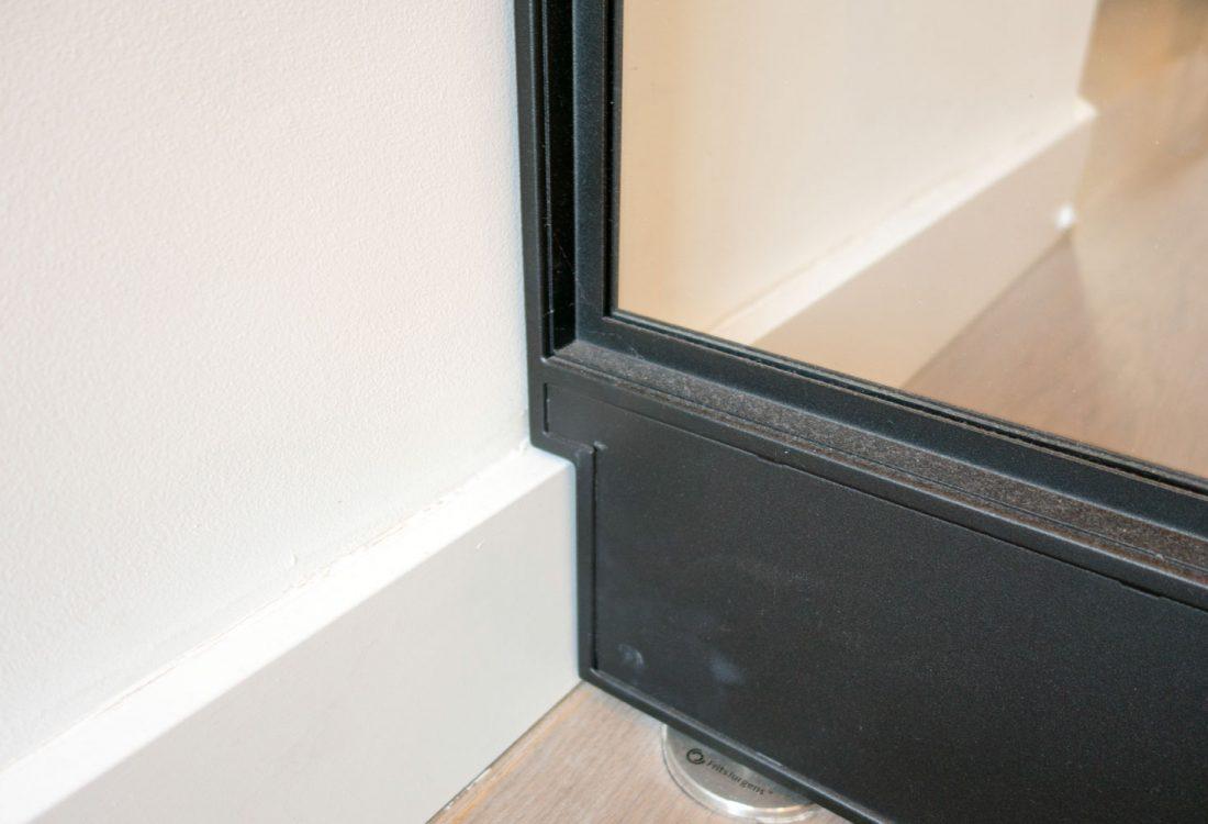 plint detail stalen deur